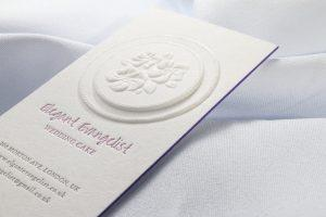 business card realizzata con la tecnica dell'embossing